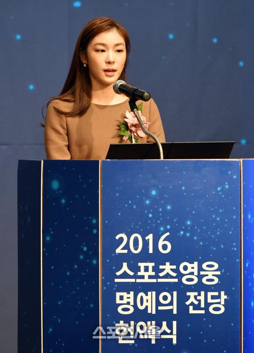 Юна Ким - Страница 3 2571CE455835EFF81F7989