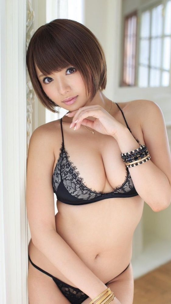 hot Japanese glamour in lingerie